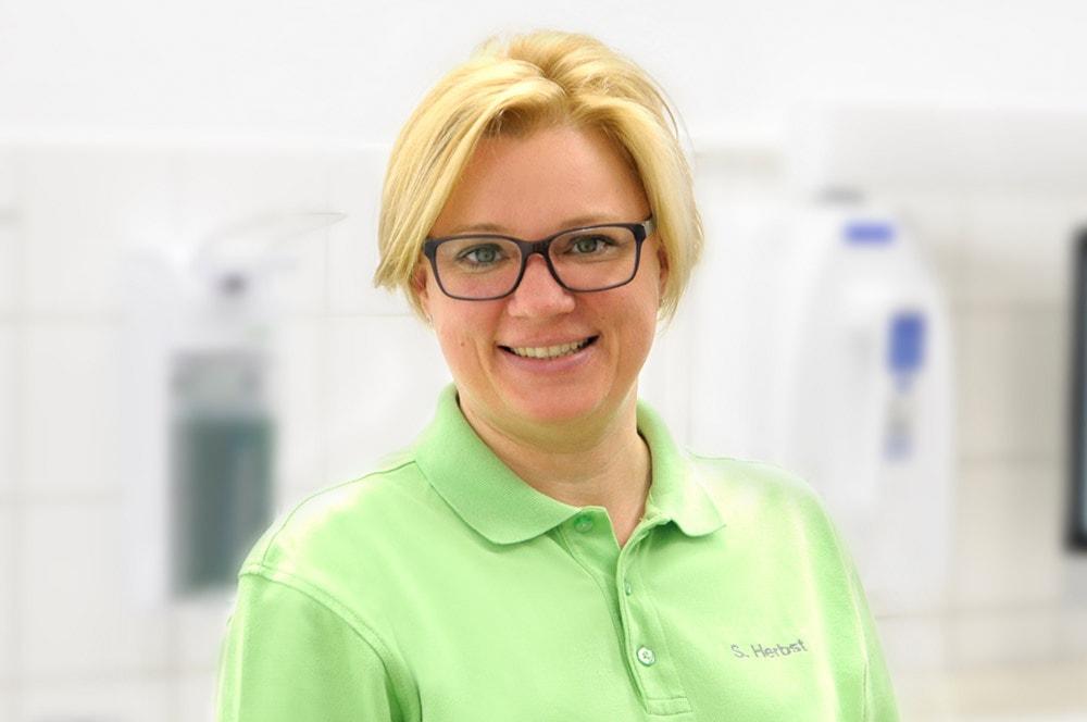 Simone Herbst bei Zahnarztpraxis Lindemann